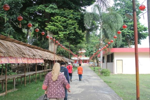 The walkway on Pulau Kemaro
