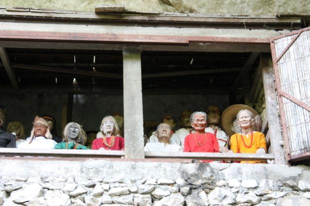 Statues of rich dead people